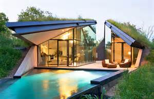 Bermed House by Bercy Chen Studio S Green Roofed Edgeland House Transforms
