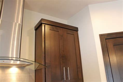 shaker cabinet crown molding how to choose crown molding for cabinetry