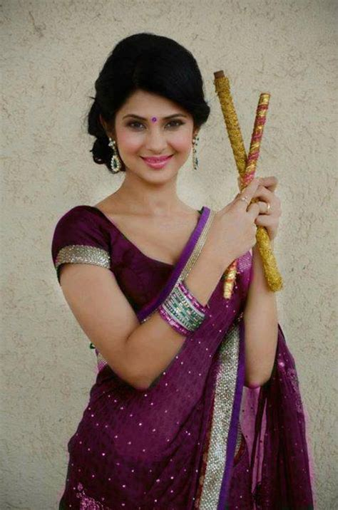 tv serial actress jennifer winget hot sexy download photos of jennifer winget in maroon saree from