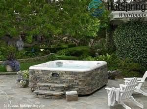 outdoor whirlpool mit natursteinoptik