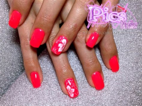 fiori in micropittura su unghie smalto semipermanente e micro decorazione unghie pics nails