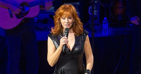 watch reba s empowering new going out like that video hear reba and jennifer nettles trade heartbreaking lines