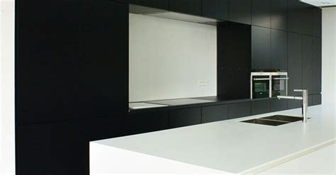corian zwart kachet architects keuken kitchen corian zwart wit