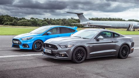 vs mustang drag battle ford mustang vs ford focus rs biser3a