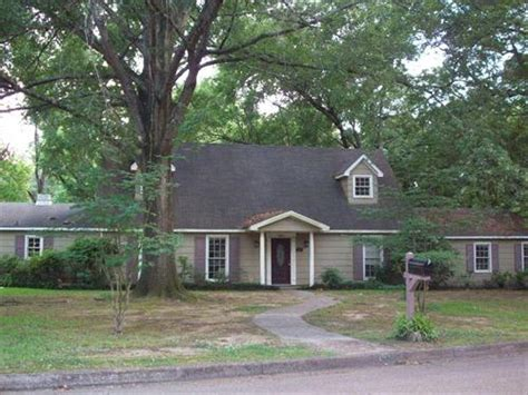 houses for sale in jackson ms 1550 riverwood drive jackson ms 39211 foreclosed home
