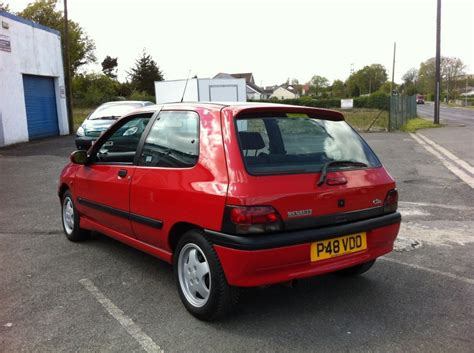 old renault clio 1996 renault clio for sale classic cars for sale uk