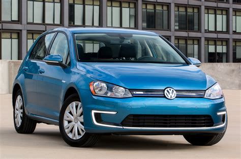 volkswagen cars 2015 why volkswagen s e golf is 2015 s hottest electric vehicle