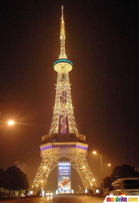 foto keindahan dan keunikan aneka replika menara eiffel di dunia merdeka