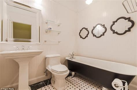 58 Double Vanity Walking Dead Home Goes On The Market For 659 000 Daily