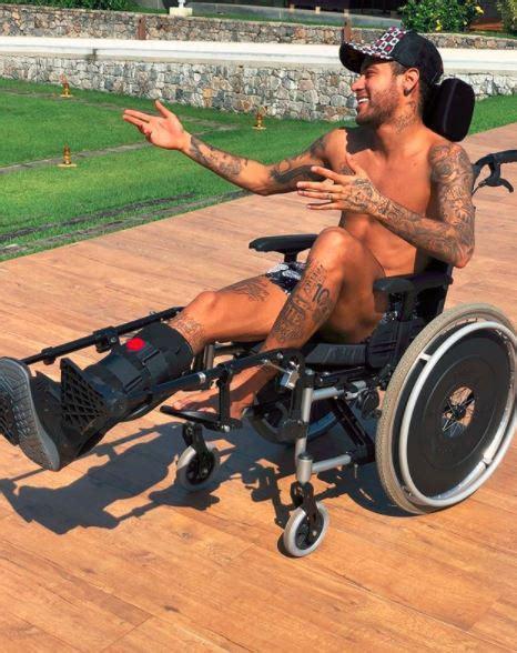scienziato sedia a rotelle neymar in sedia a rotelle cita hawking e i followers si