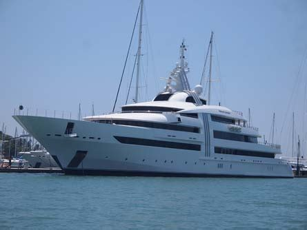 yacht work divemaster jobs on yachts or become a super yacht diving