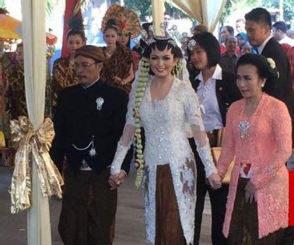 Arti Mimpi Memakai Baju Kebaya Hitam ini makna kain batik sidomukti yang dipakai gibran selvi saat akad nikah