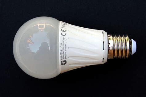 what is led light bulb led l