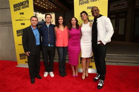 chelsea peretti yoga andy samberg chelsea peretti pictures photos images