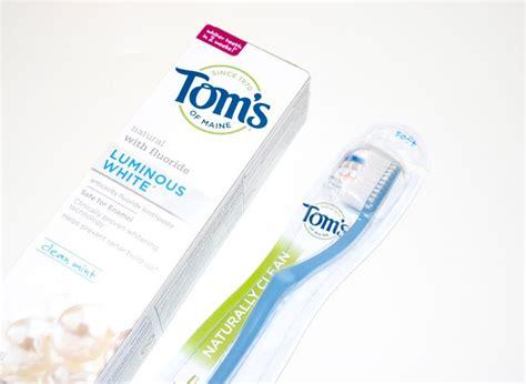 keeping  teeth white  pregnancy  toms