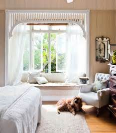 Box Valances For Windows 25 Best Ideas About Bay Window Bedroom On Pinterest Bay