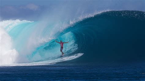 kelly slater surfing pipeline slater and cloudbreak from 1991 until 2016 surfd