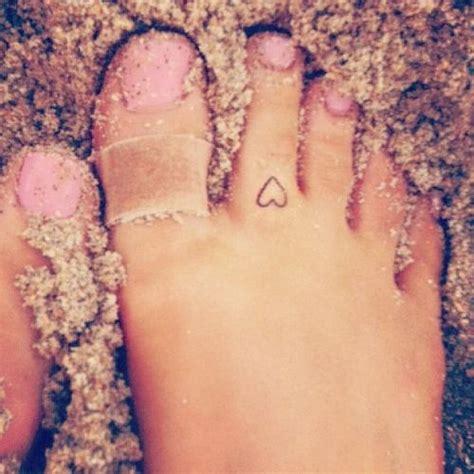 tattooed heart ariana grande grande toe tattooed
