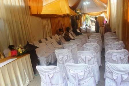 Kursi Tamu Pernikahan menata halaman rumah menjadi aula pesta pernikahan gita