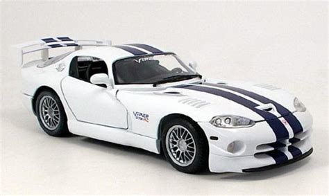 Diecast Dodge Viper Gt2 118 dodge viper gt2 blue white maisto diecast model car 1 18 buy sell diecast car on alldiecast co uk