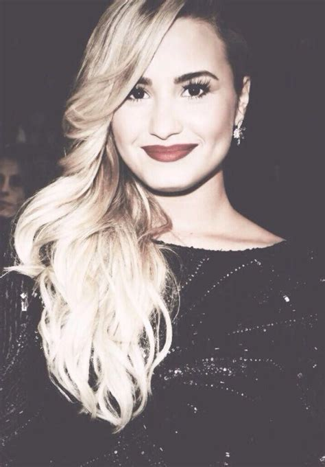 biography of demi lovato in english demi lovato she openly talks about her issues with