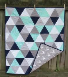 Triangle Baby Quilt Pattern by 25 Best Ideas About Triangle Quilts On Baby