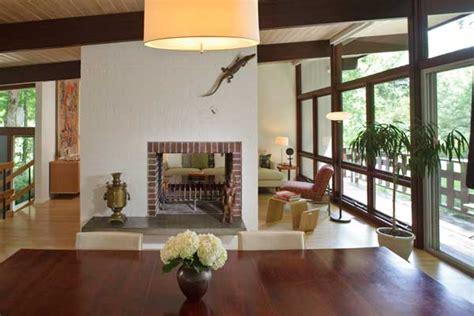 mid century modern window trim a mid century modern retreat house