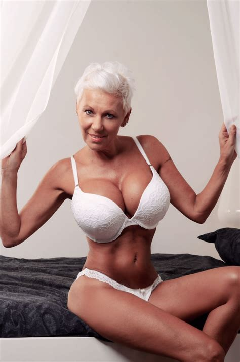 short hair busty spanish pics busty short haired gilf hot mature ladies milfs and