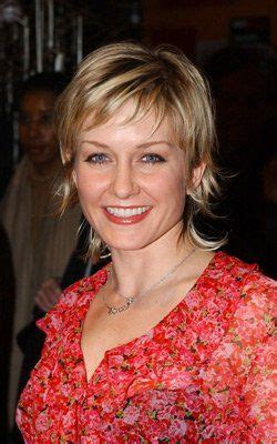 linda on blue bloods hairstyle amy carlson at event of the rookie hair 2015