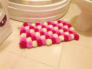 pom poms bath mat ideas