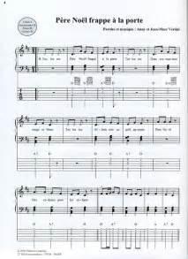 chanson pere noel frappe a la porte parole