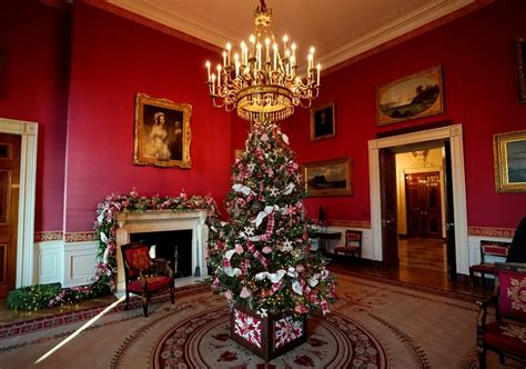 get the holiday mood with the 2017 white house christmas