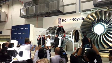 roll royce seletar kate middleton inserts a trent 1000 fan blade to reveal