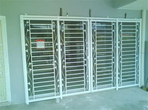 Pintu Garasi Kayu Ker warn warni kehidupan ku december 2012