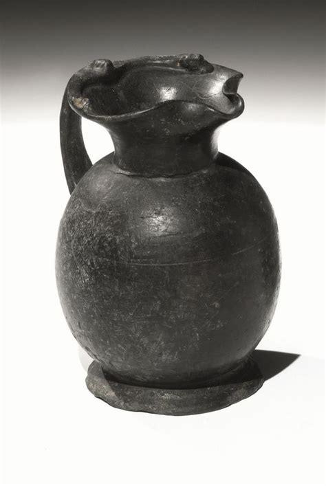 vasi etruschi prezzi oinochoe in bucchero pesante asta reperti archeologici