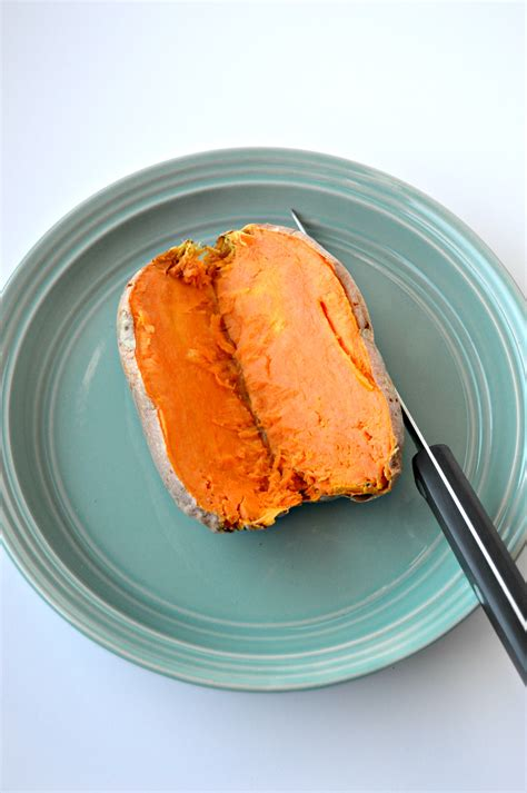 how to make a baked sweet potato in the microwave clean