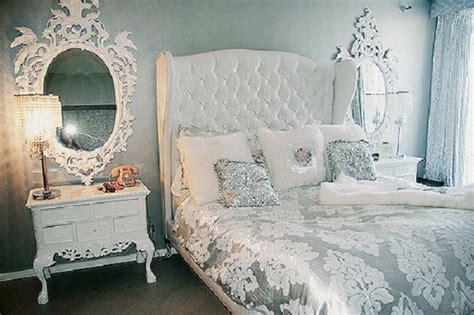 choosing silver bedroom decor   romantic touch