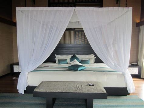 modern canopy 25 dreamy bedrooms with canopy beds you ll love
