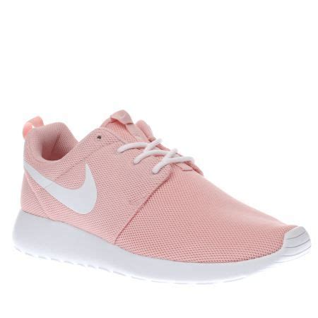 pink nike shoes best 25 pink nikes ideas on