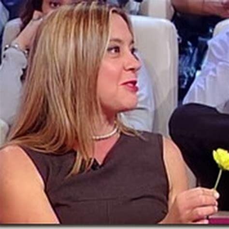 daniela fiore daniela preziosi con il fiore giallo maxso magazine