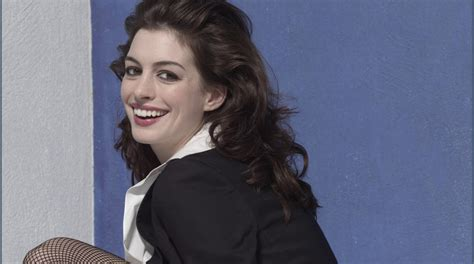 anne hathaways lemonade reaction is actually kind of pantyhose celebrities anne hathaway in tights