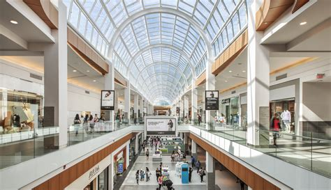 holiday shopping    charts show  malls