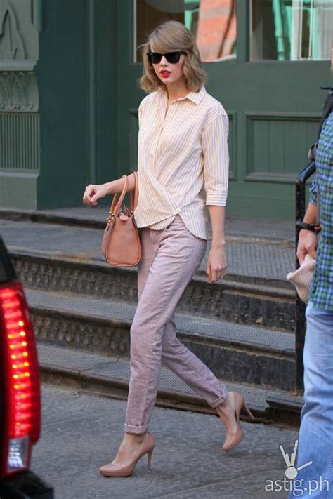 taylor swift clean t shirt 10 hot hollywood actresses in jeans you can wear astig ph