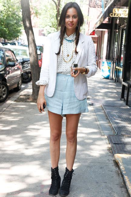 Ways To Look In Shorts by 9 Awesome Style Ways To Wear Denim Shorts