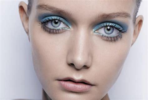 7 Gorgeous Ways To Wear Eye Shadow by Robin S Egg Blue Sheer Eyeshadow 8 Gorgeous Ways To Wear