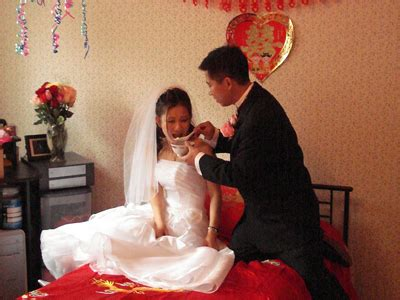 8 Interesting Wedding Traditions by 15 Unique Wedding Customs From Around The World Business