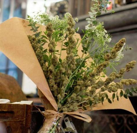 fiori di mariuana bouquet di marijuana ecco il nuovo servizio di consegne