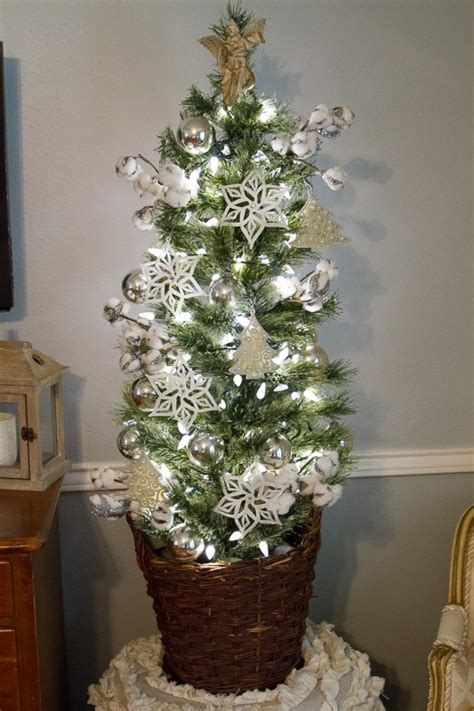 decorating a christmas tree on a dollar store budget wit