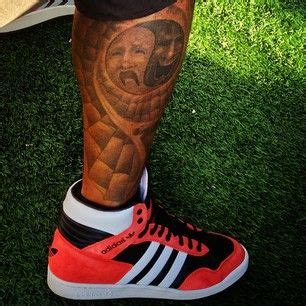 shemar moore tattoos shemar s on his leg i shemar