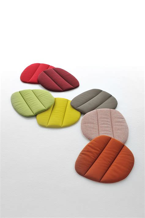 Jilbab Flowing Pad 4 flow chair visitors chairs side chairs from mdf italia architonic